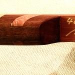 Griff aus Walnuss, das Fadeout ist kurz und steil, so steht in den Wurfarmen mehr arbeitendes Material zur Verfügung.